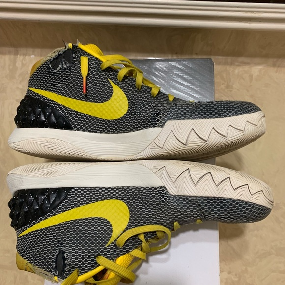 new style 5a9e2 f00e2 Used Nike Kyrie Irving 2 Men's Basketball Shoes